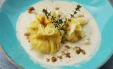 Vorspeise: Pastasäckchen, Sauce und Focaccia