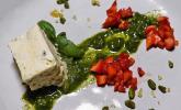 Nachspeise: Pistazienparfait mit Basilikumpesto und Erdbeeren