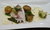 Hauptspeise: Salziges aus dem Meer - Dorade auf Limettenschaum, dazu Fächerkartoffeln und edles saisonales Gemüse