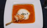 Rezept Paprikasuppe mit Knoblauchschaum, dazu marinierter Bockbier-Garnelenspieß