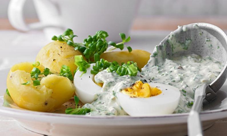 Grüne Soße mit Kartoffeln und Eiern: schmeckt frühlingsfrisch
