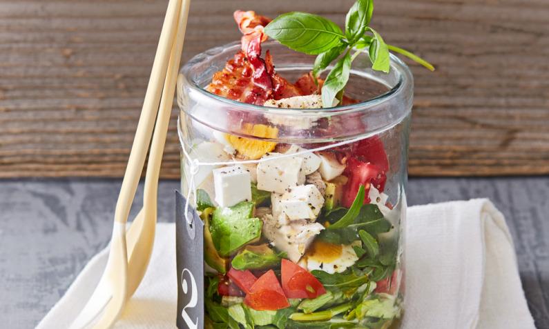 Hähnchen-Bacon-Ei-Salat