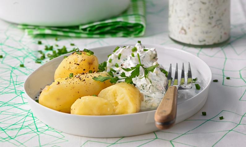 Neue Kartoffeln mit Kräuterquark