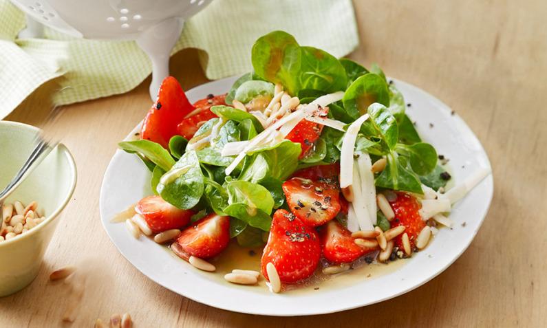Vorspeisen und Hauptspeisen mit Erdbeeren