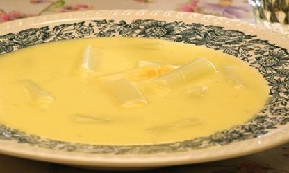 Leicht und Lecker: Spargelcreme-Suppe