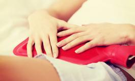 Bei Nahrungsmittelunverträglichkeit leidet man häufig unter Bauchschmerzen