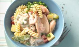 Nudelsalat klassisch: Mit Mayo, Fleischwurst und Erbsen