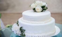 Hochzeitstorte in weiß