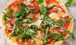 Frische Pizza aus dem Pizzaofen