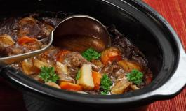 Schmoren im Slow Cooker: Was Sie beim Kauf und Gebrauch des Crockpots beachten müssen
