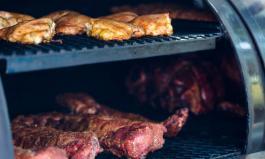 Fleisch im Smoker: Gar durch heißen Rauch