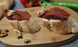 Acuka - veganer türkischer Brotaufstrich