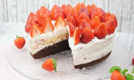 Frische Erdbeer-Torte mit Schokolade