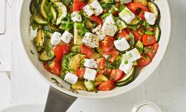 Tomaten-Zucchini-Pfanne mit Feta
