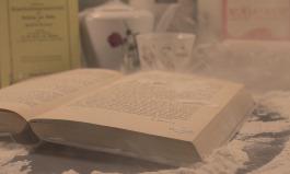 Buch voller Staub