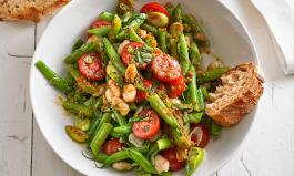 Salate mit Pesto