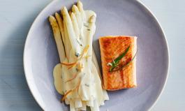 Spargel und Lachs mit Orangensauce