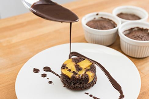 Schokoladenkuchen mit Mango