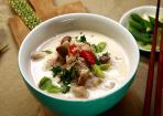 Hühnersuppe mit Kokosmilch und Galgant