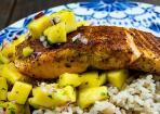 Karibischer Lachs mit Mango-Salsa und Reis