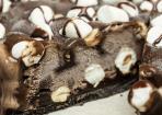 Schokofudge-Marshmallow-Eiskuchen