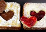 French Toast in Herzform für Valentinstag und Co