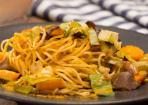 Gebratene Nudeln mit asiatischem Gemüse