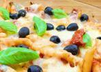 Mediterraner Nudelauflauf mit Tomatensoße und Parmesan