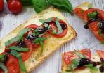 Caprese-Brote verfeinert mit Balsamico-Creme