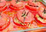 Fleischtomaten mit Kichererbsen gefüllt und überbacken
