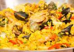 Paella mit Meeresfrüchten und Kaninchen