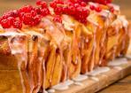 Pull-Apart-Cake: Zupfkuchen mit Johannisbeeren