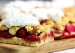 Rhabarber-Erdbeer-Kuchen mit Streuseln