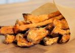 Süßkartoffel-Pommes knusprig zubereiten